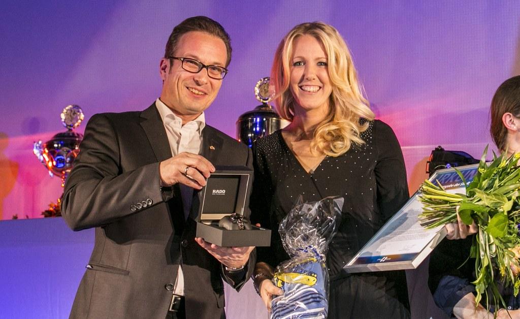Bürgermeister Reiner Breuer und Jessica Lichtenberg, Trainerin der 1. Mannschaft der Voltigiergruppe des RSV Grimlinghausen