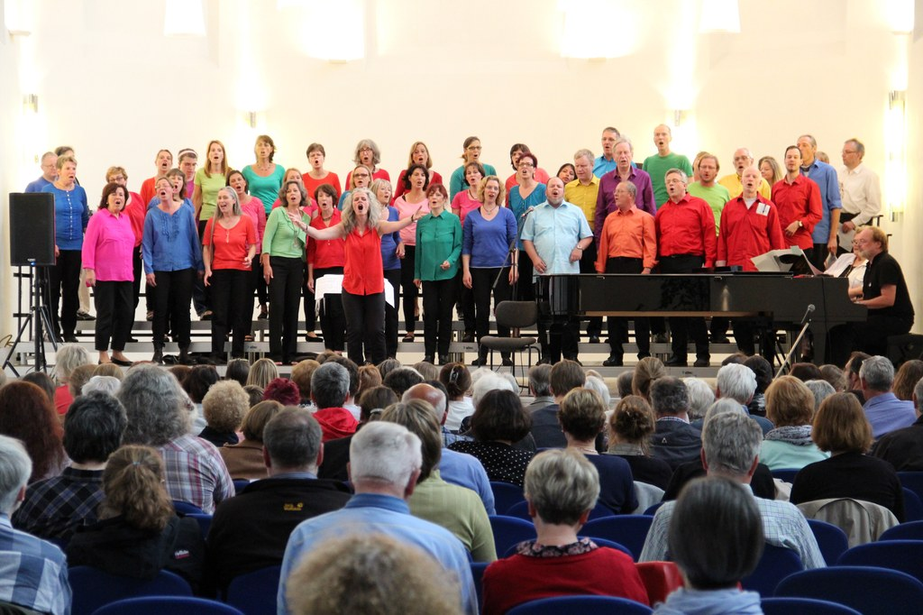 Der Jazz- und Popp-Chor Roundabout der Musikschule Neuss (hier bei Sing'in Neuss 2015) ist auch in diesem Jahr wieder mit dabei