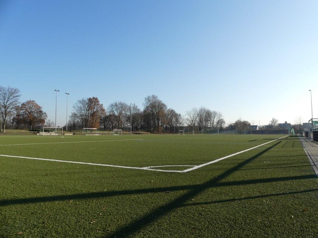 Neues Granulat für Theodor-Klein-Sportanlage