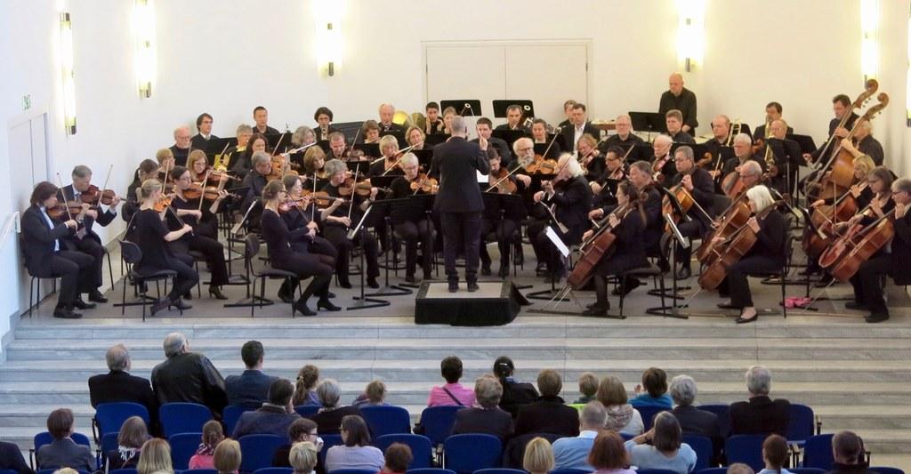 Das Neusser Orchester Sinfonia spielt am Sonntag, 19. März 2017, 17 Uhr, im Zeughaus Neuss. Foto: Burkart Zeller