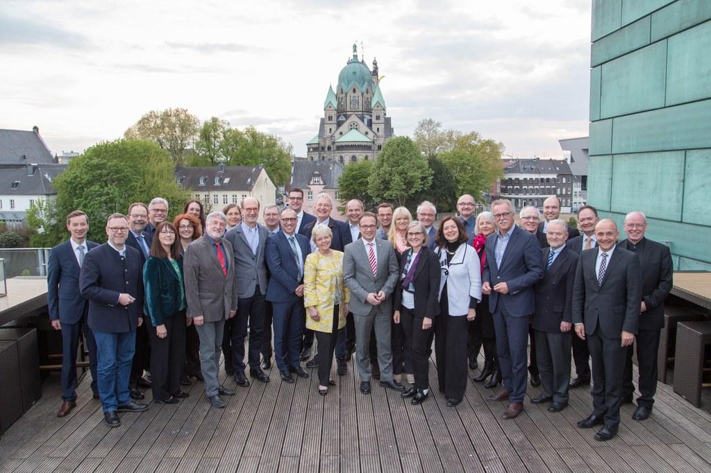 Bürgermeister Reiner Breuer und Kulturdezernentin Dr. Christiane Zangs (m.) begrüßten den Kulturausschuss des Deutschen Städtetages in Neuss.