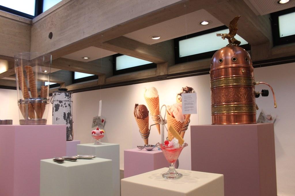 """Die Neusser Künstlerin Charlotte Kons kreierte für die Ausstellung einen """"Eis-Raum""""."""
