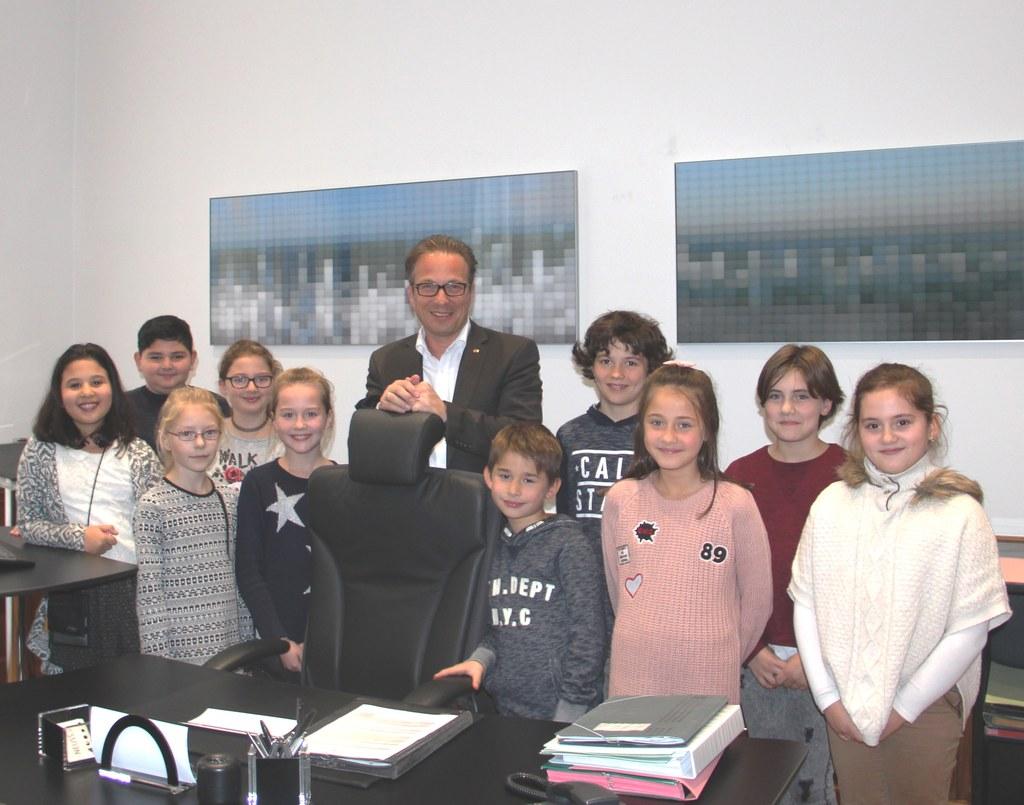 Bürgermeister Reiner Breuer mit den Gewinnerinnen und Gewinner