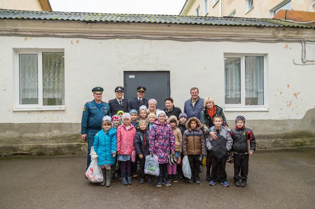 Die Kinder aus dem Pskower Waisenhaus freuen sich nun über eigenes Geschirr.