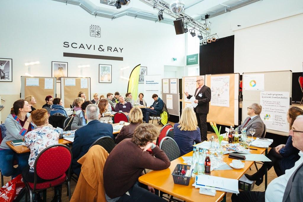 Dezernent Ralf Hörsken begrüßt die Teilnehmerinnen und Teilnehmer des Workshops. Foto: ISA/Martin Scherag