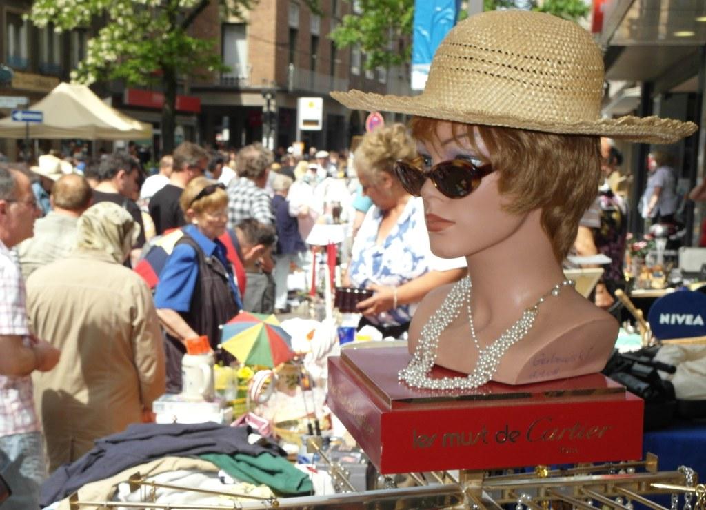 City-Trödelmarkt in Neuss