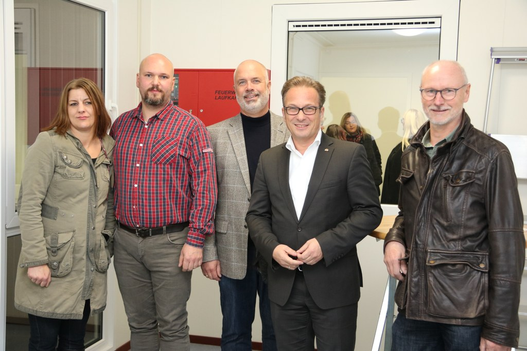 Bettina Kiniziak (Leiterin Hin & Herberge), Wolfgang Gerhard (Leiter Hin & Herberge), Ralf Hörsken (Sozialdezernent), Rainer Breuer (Bürgermeister), Ernst Goertz (Abteilungsleiter Fachstelle Wohnen)