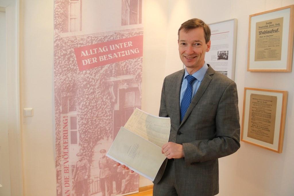 """""""Die Forschungen zur Besatzungszeit stehen noch am relativ am Anfang"""", erklärt Dr. Jens Metzdorf (Leiter des Neusser Stadtarchivs)."""