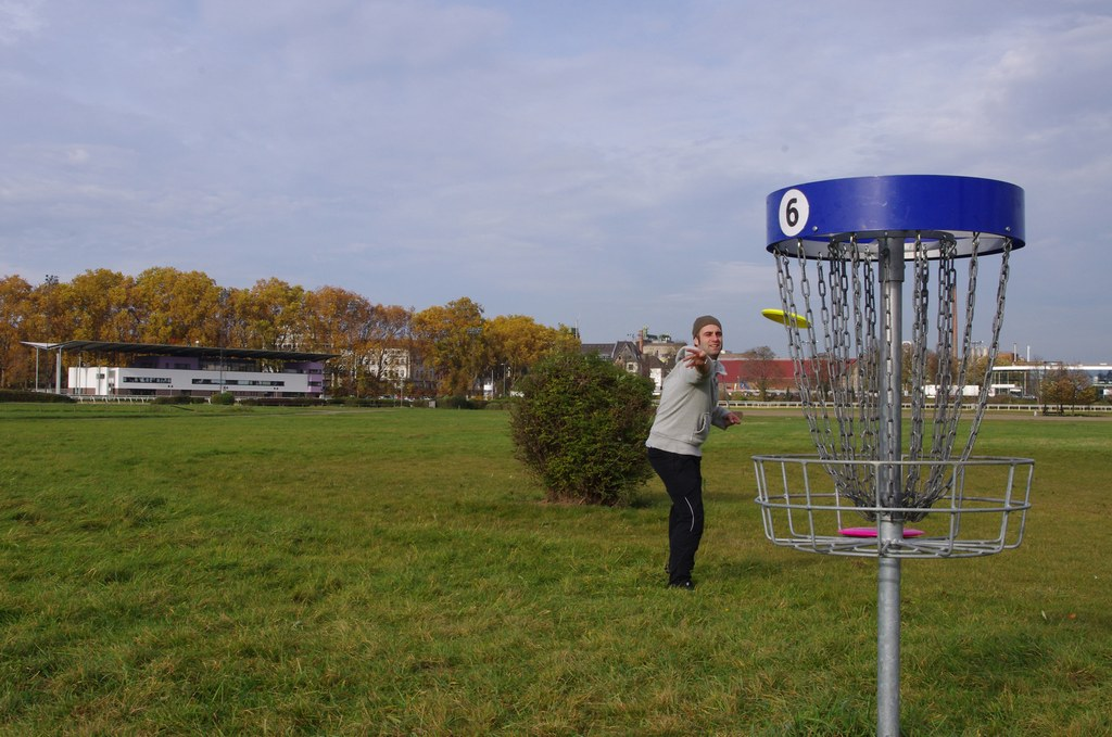 Discgolf im Rennbahnpark © Neuss Marketing