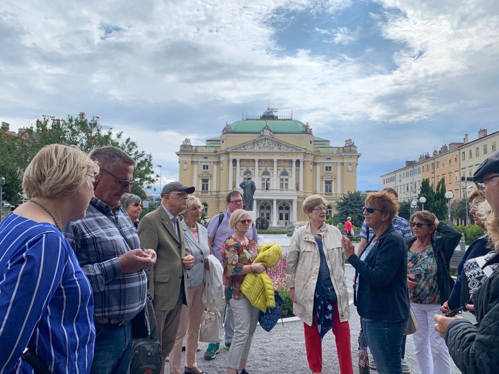 Die Führung durch Rijeka führte auch am Internationalen Theater vorbei, das derzeit renoviert wird und dem die Stadt Neuss eine Loge gestiftet hat.
