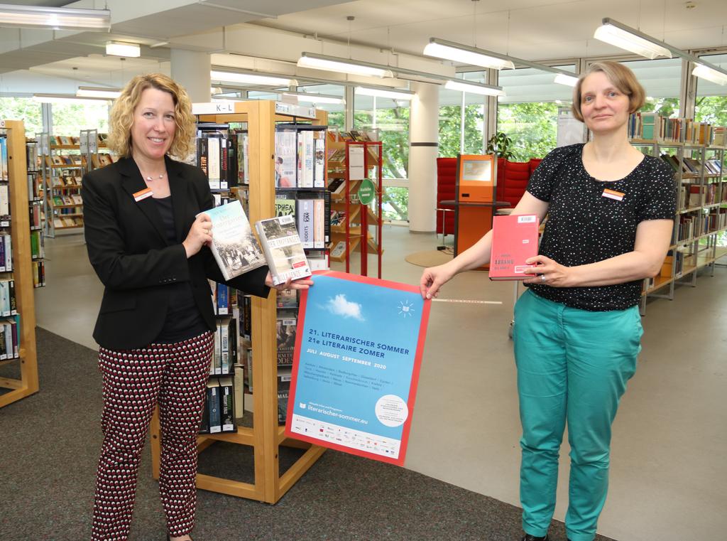 Bibliotheksleiterin Claudia Büchel (links) und Projektleiterin Christine Breitschopf freuen sich auf den Literarischen Sommer