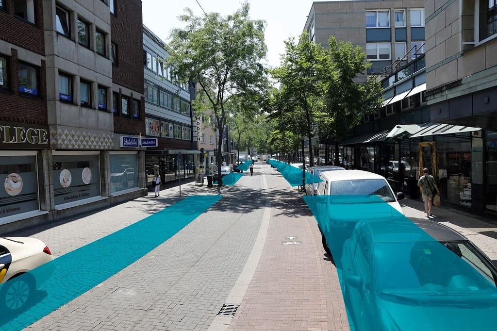 """Der Platz, der aktuell noch für Parkplätze verwendet wird, steht in Zukunft für """"Parklets"""" zur Verfügung, die Sitz- und Verweilplätze und Abstellflächen für Fahrräder bieten werden."""