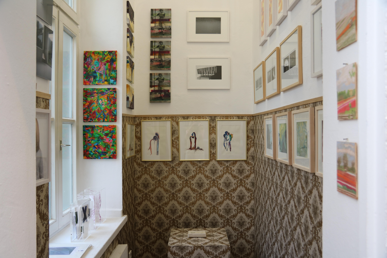 """Das """"Kabinett"""": Eine Ansammlung von Werken verschiedener Künstlerinnen und Künstler."""