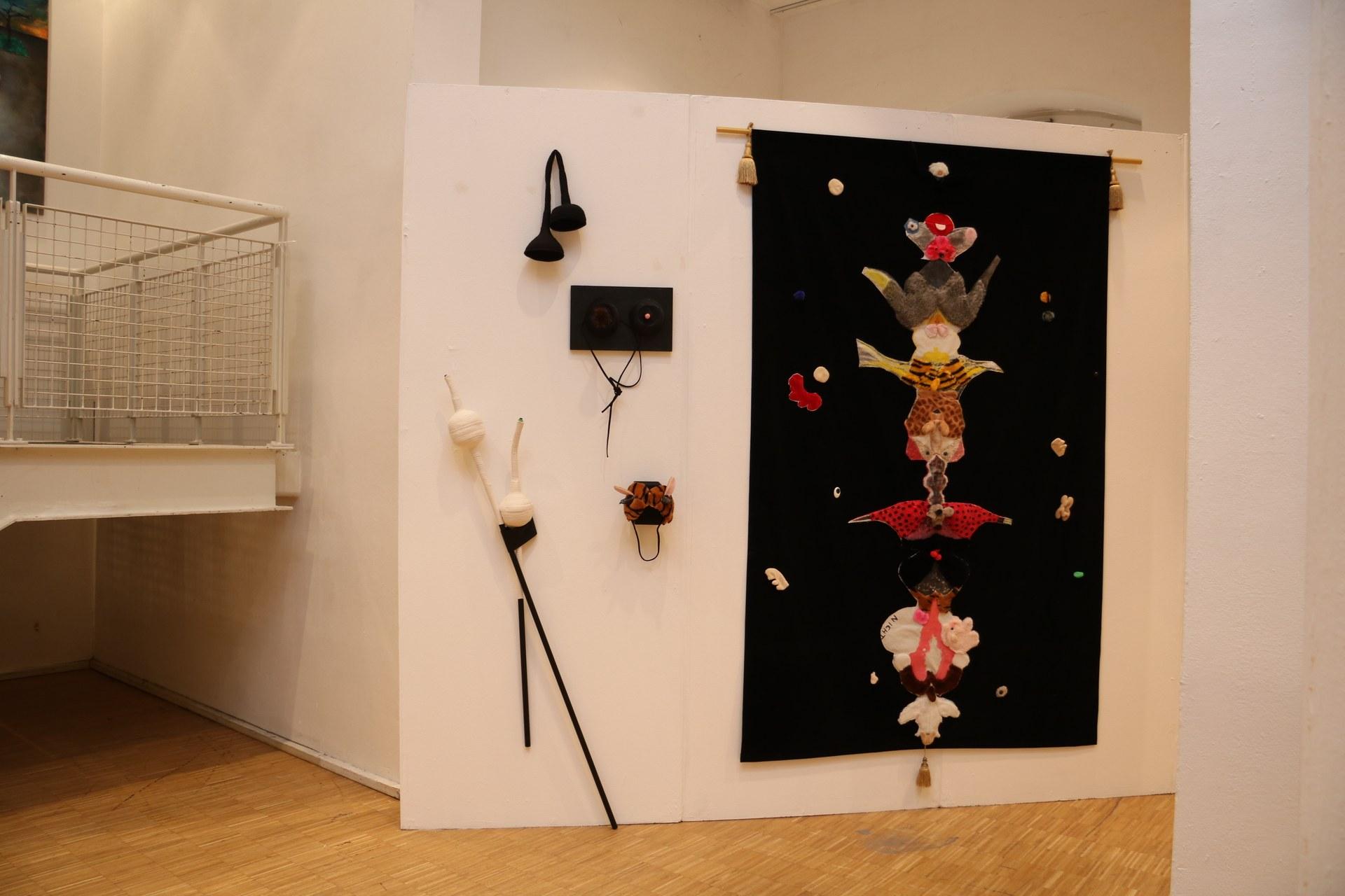 """""""Wo ist die Maus?"""" von Helga Weidenmüller. Die Besucher können hier selbst aktiv werden und auf die Suche nach der Maus gehen."""