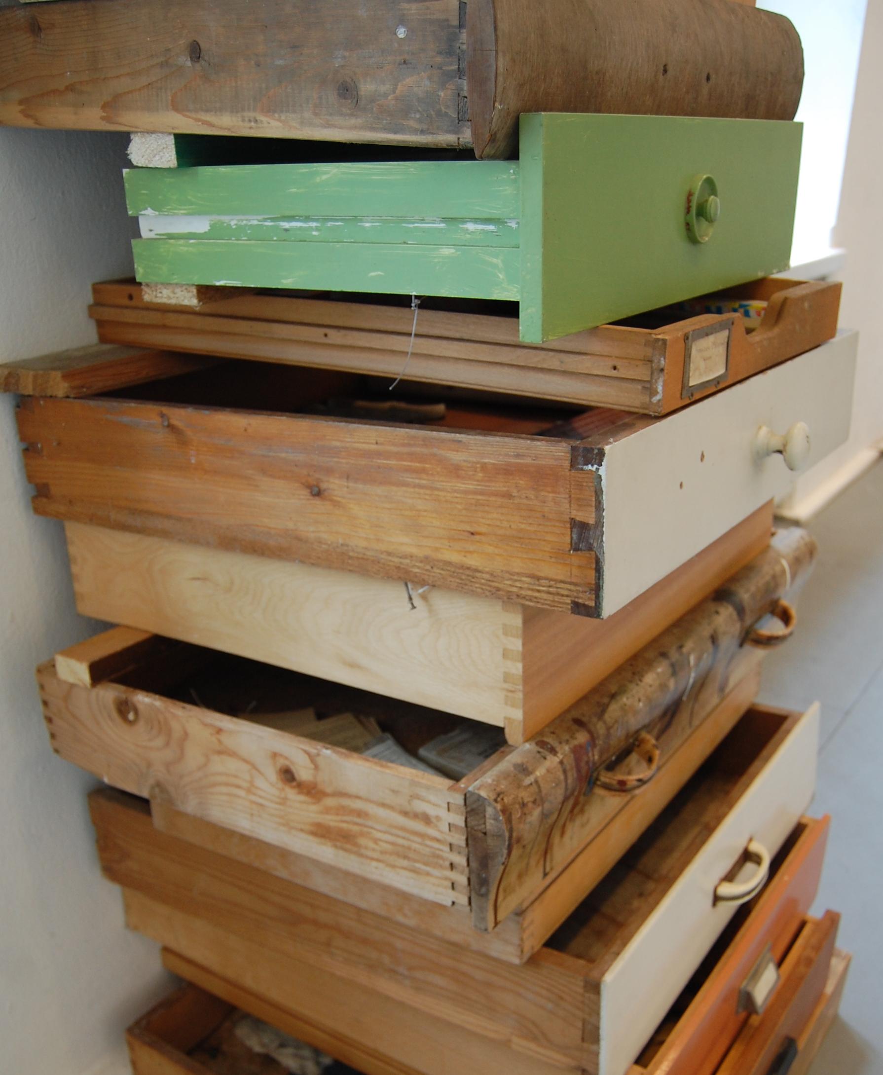 Schubladen voller Erinnerungen hat Margarete Schopen-Richter deckenhoch aufgetürmt - Foto: B. Wilms