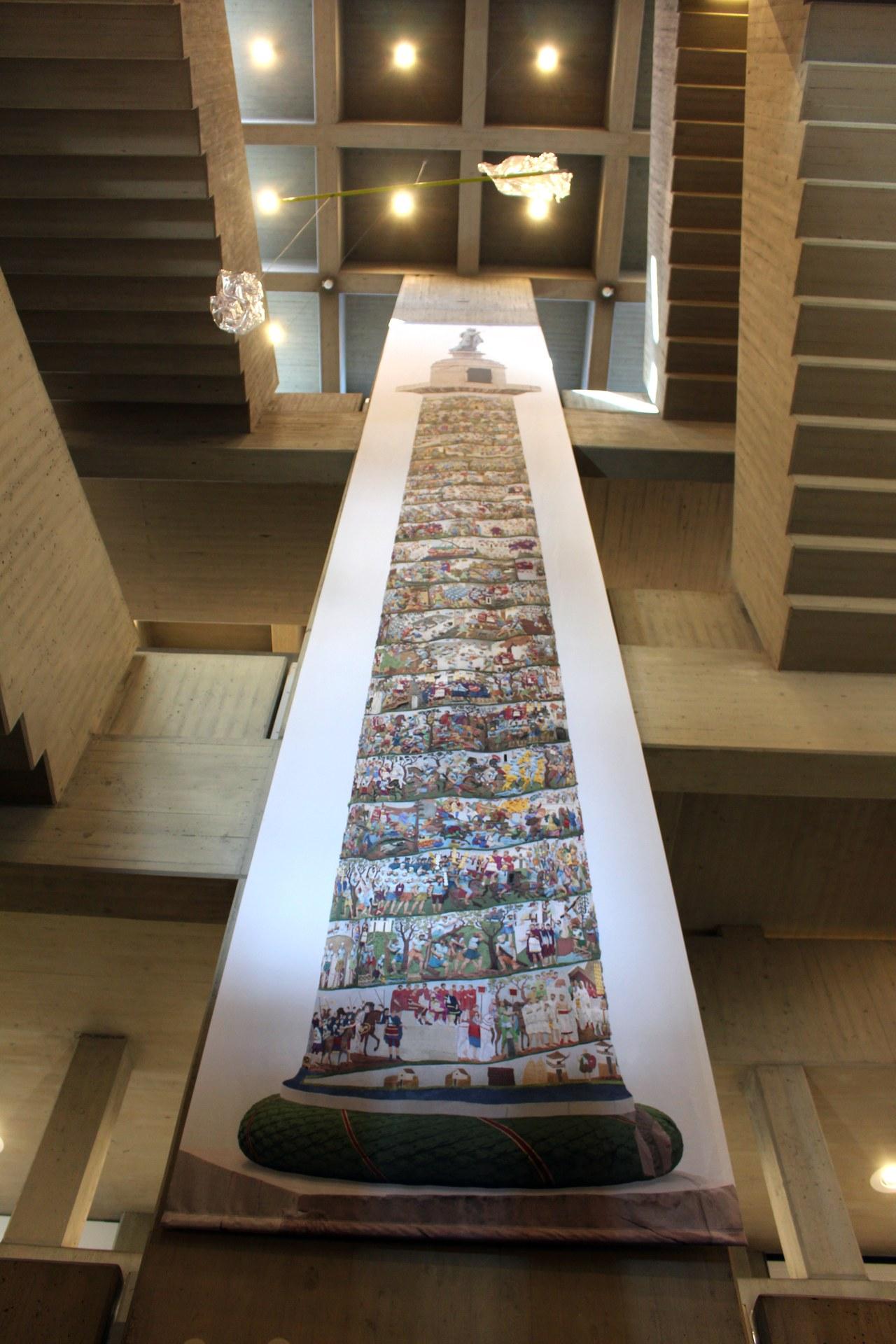 Blick in die Ausstellung: Trajanssäule im Clemens Sels Museum Neuss, Rekonstruktion der Farbfassung: Ritchie Pogorzelski - Foto: Clemens Sels Museum Neuss.