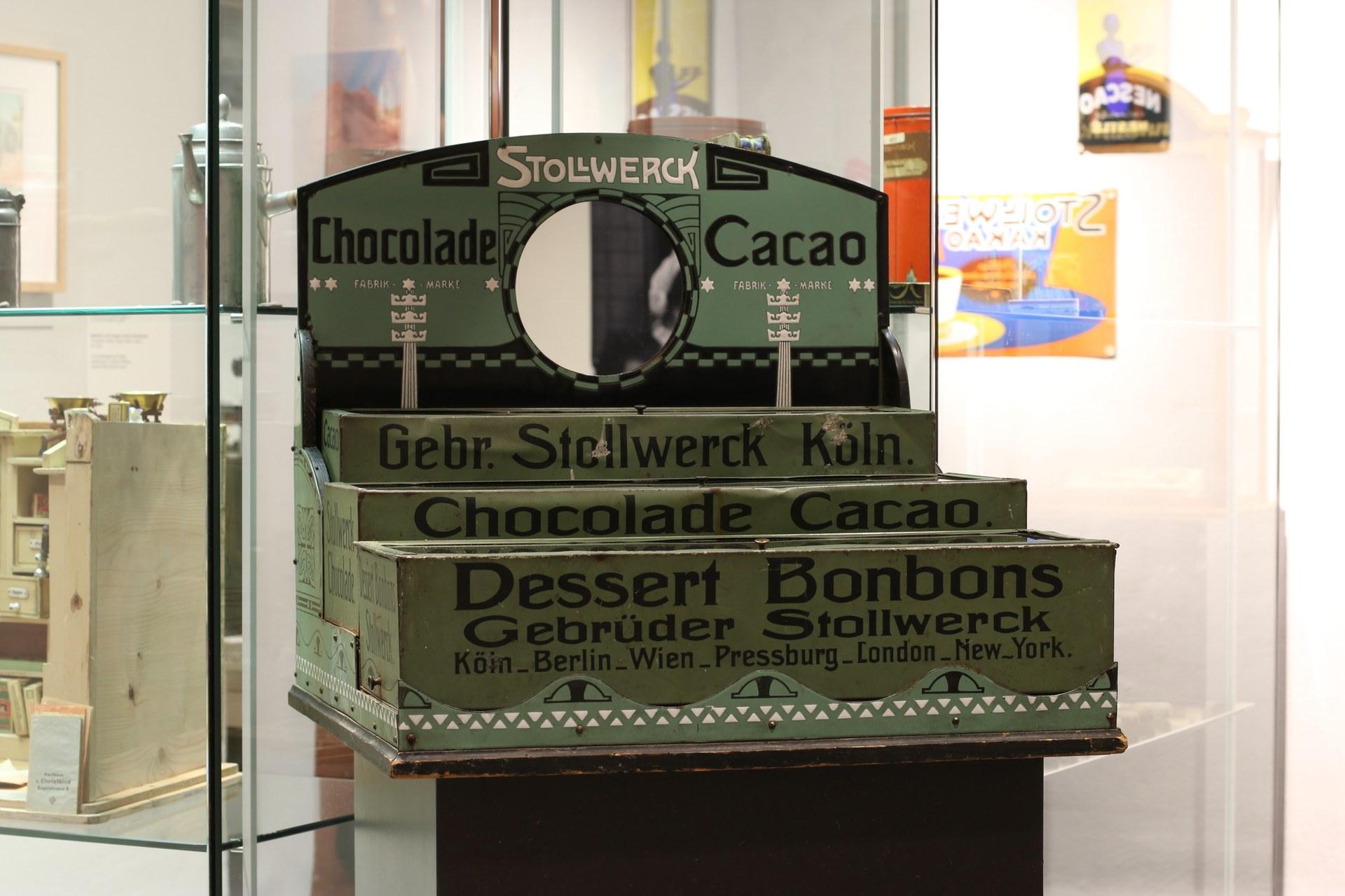 """Blick in die Ausstellung """"Süßkram. Naschen in Neuss"""", Foto: Clemens Sels Museum Neuss"""
