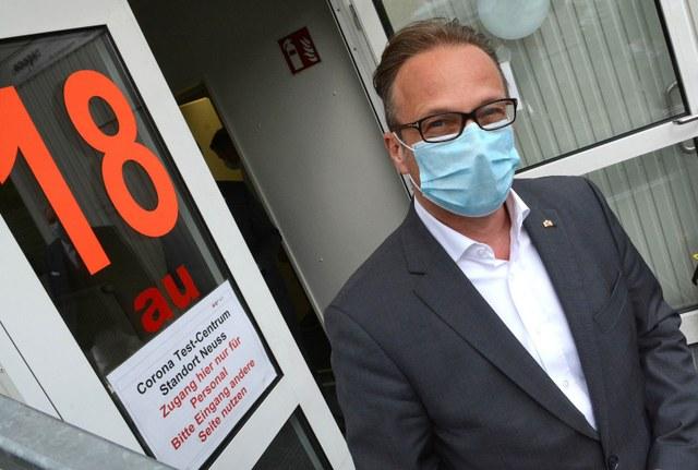Besuch bei der Corona-Teststelle: Bürgermeister Reiner Breuer