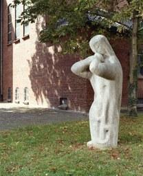 Trauernde von J. Neuhaus, Holzheim, 1964