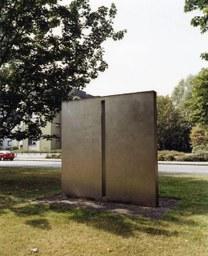 Quader - Chrom, Nickel, Stahl von J. Neuhaus, Neusser Weyhe, 1985