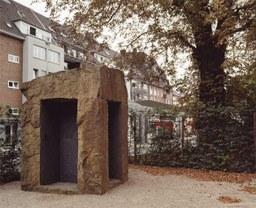 Jüdischer Gedenkstein von U. Rückriem, Promenadenstr., 1995