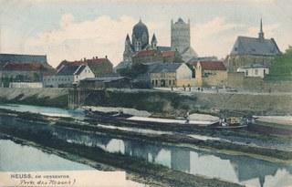 Der Erftkanal mit Quirinusmünster und Marienbergkapelle von Nordosten