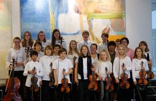 Das Streichorchester I Giocosi und das Nachwuchs-Sinfonieorchester Concerto bieten ein abwechslungsreiches Programm, u.a. mit Werken von Vivaldi, Mozart, Brahms, Grieg und Tschaikowsky.