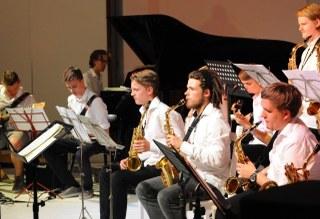 """Die Veranstaltung """"Jazz im Romaneum"""" ist mittlerweile zu einer Traditionsveranstaltung der Neusser Musikschule geworden. Freuen Sie sich auf Jazzdarbietungen kleiner Ensembles und auch der Bigband aus dem Kooperationsprojekt mit dem Marie-Curie-Gymnasium. Der Eintritt ist frei."""