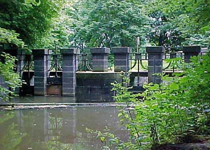 Foto: Schleuse in der Obererft im Selikumer Park