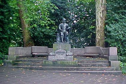 Foto: Schwann-Denkmal