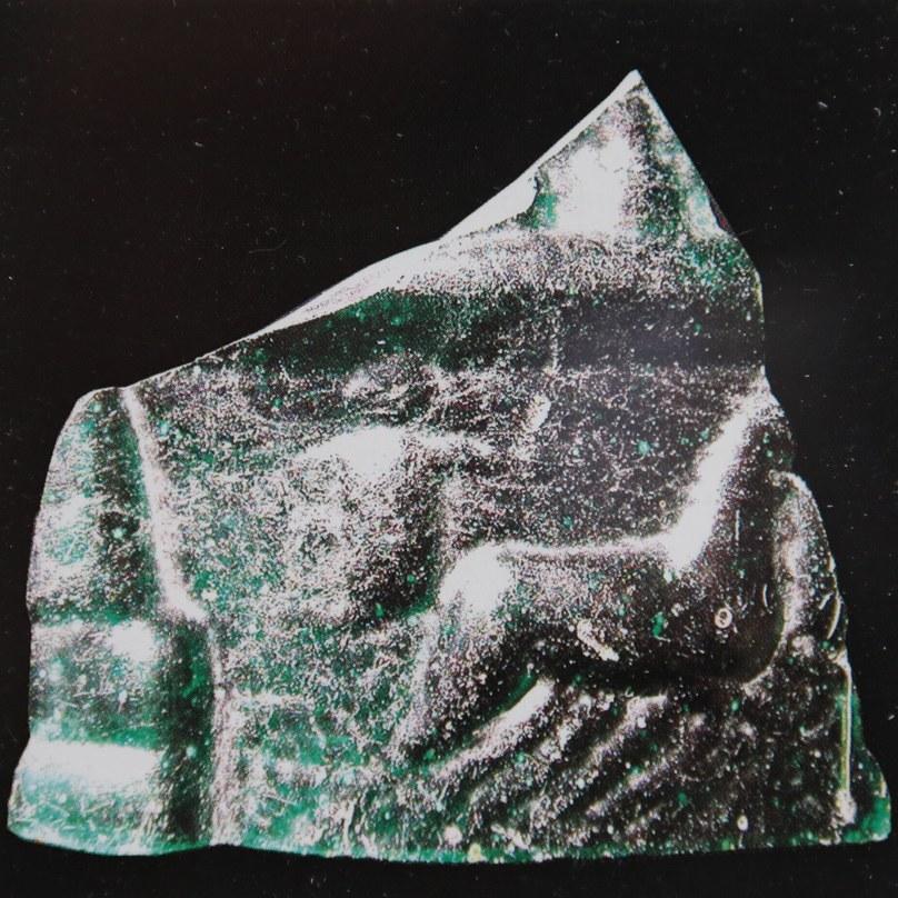 Bruchstück eines Glasbechers aus dem ersten nachchristlichen Jahrhundert