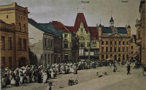Neusser Markt auf einer alten Ansichtskarte