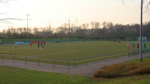 Theodor-Klein-Sportanlage mit neuem Kunstrasenplatz
