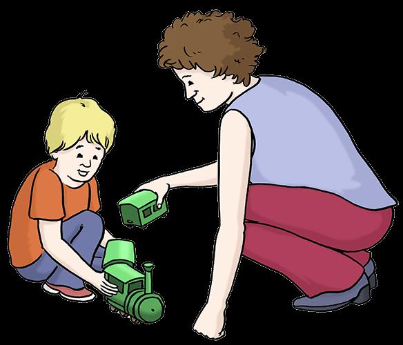 Eine Frau spielt mit einem Jungen und einer grünen Spielzeugeisenbahn.