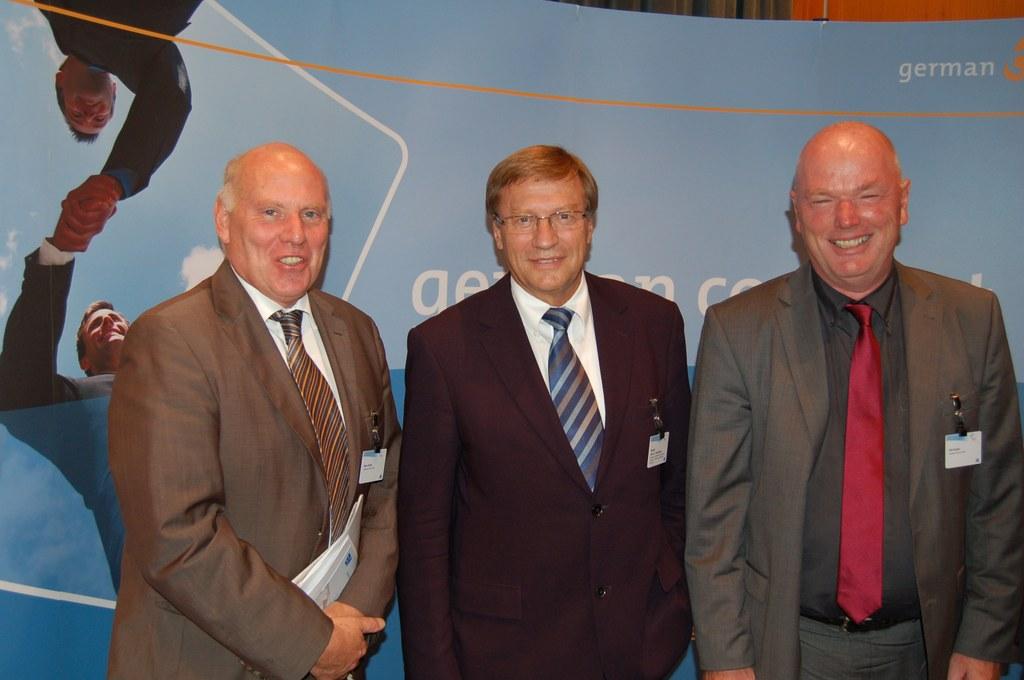 swn-Chef Heinz Runde, Landeswirtschafts- und Energieminister Harry K. Voigtsberger und Dirk Hunke, Geschäftsführer der swn-Tochter gc Wärmedienste GmbH. (v.l.n.r.)